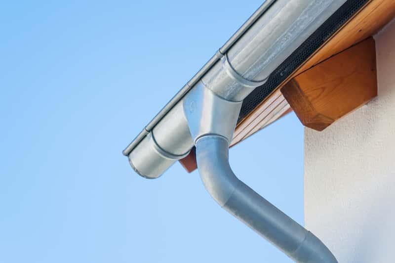 Rynny ocynkowane dachowe – właściwości, opinie, ceny, zastosowanie