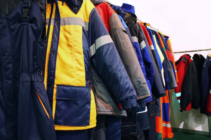 Odzież robocza - jak wybrać odpowiednią? Zobacz, co warto wybrać