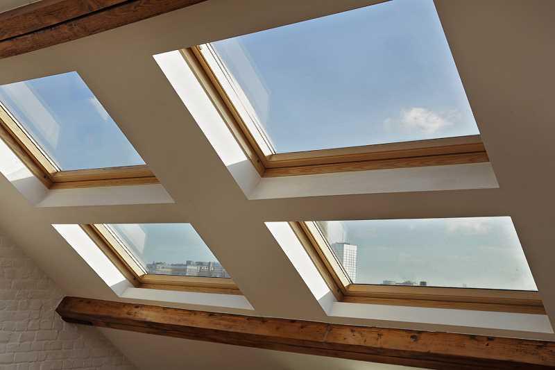 Okna dachowe vs. okna tradycyjne