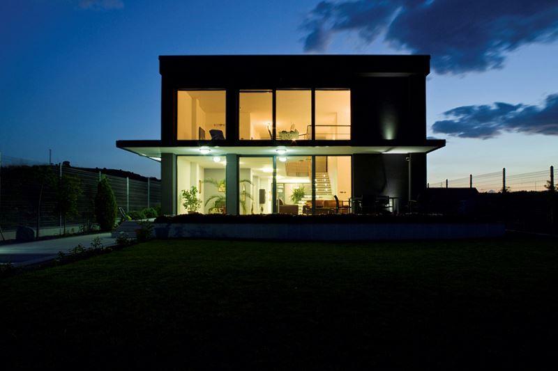 Dom z plastikowymi oknami