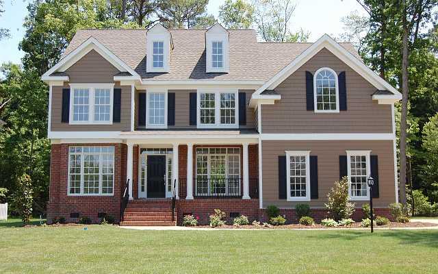 Nowy dom kupować czy budować? Co bardziej się opłaca, ile kosztuje, ile trwa budowa domu, a kupno domu?