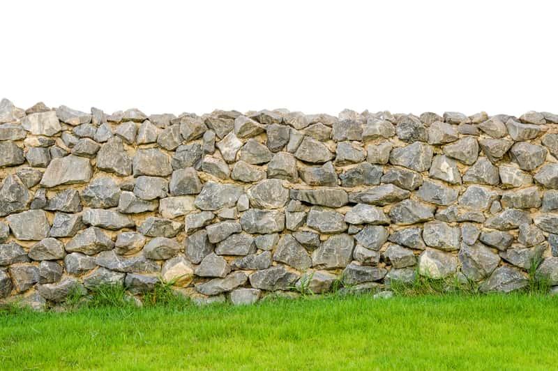 Płot z kamienia - ciekawe pomysły, opinie, ceny, budowa krok po kroku