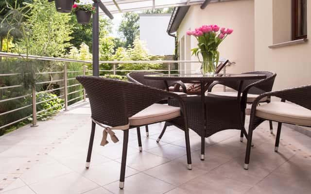 Płytki na balkon - rodzaje, opinie, ceny, porady przy wyborze