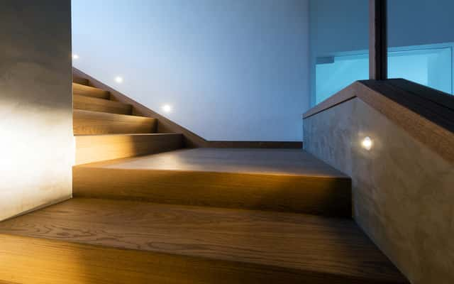 Podświetlane schody - pomysły, porady, inspiracje, rodzaje lamp