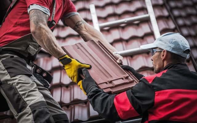 Rodzaje pokryć dachowych odpowiednie na różne rodzaje dachów i ich ceny