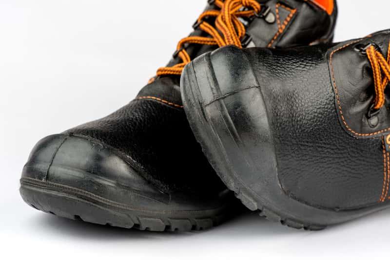Jakie buty robocze wybrać na budowę? Praktyczne porady i przegląd ofert