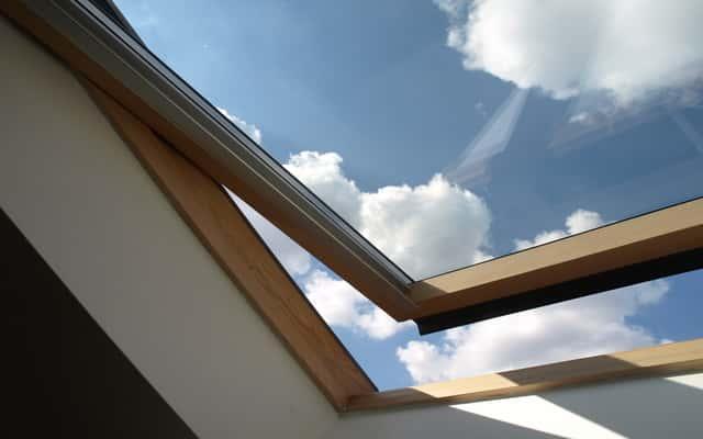 Rolety do okien dachowych - rodzaje, ceny, producenci, na co zwrócić uwagę przy zakupie