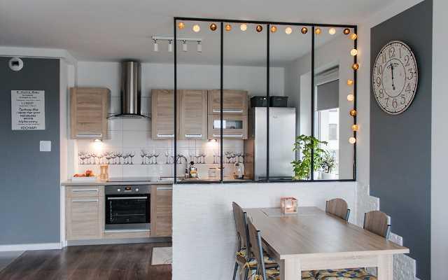 Jak urządzić mieszkanie z aneksem kuchennym? 5 niezawodnych wskazówek