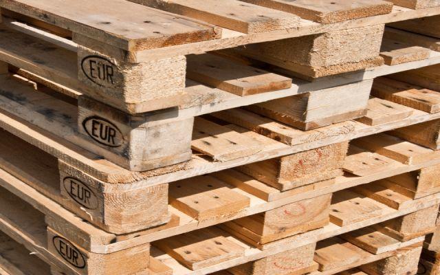 Sam zbuduj stolik z europalet