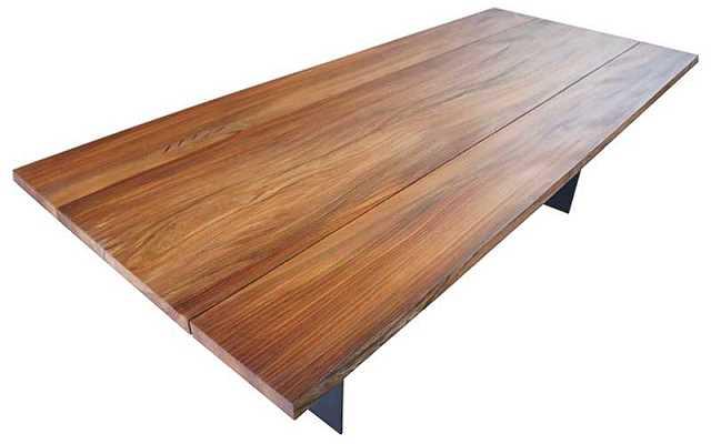 Stół z drewna wędzonego, charakter w twoim salonie i kuchni