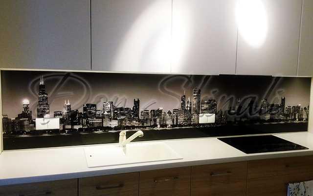 Czy dekoracyjne szkło na ścianę w kuchni będzie wytrzymałe i trwałe?