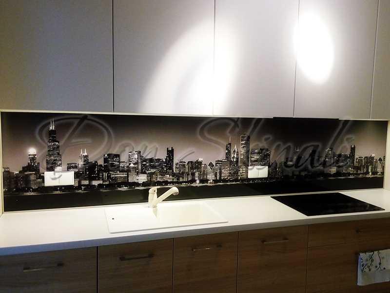 Aranżacja kuchni z panelami szklanymi