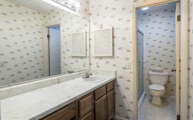 Tapety do łazienki - rodzaje, ceny, opinie, wzory, porady zakupowe