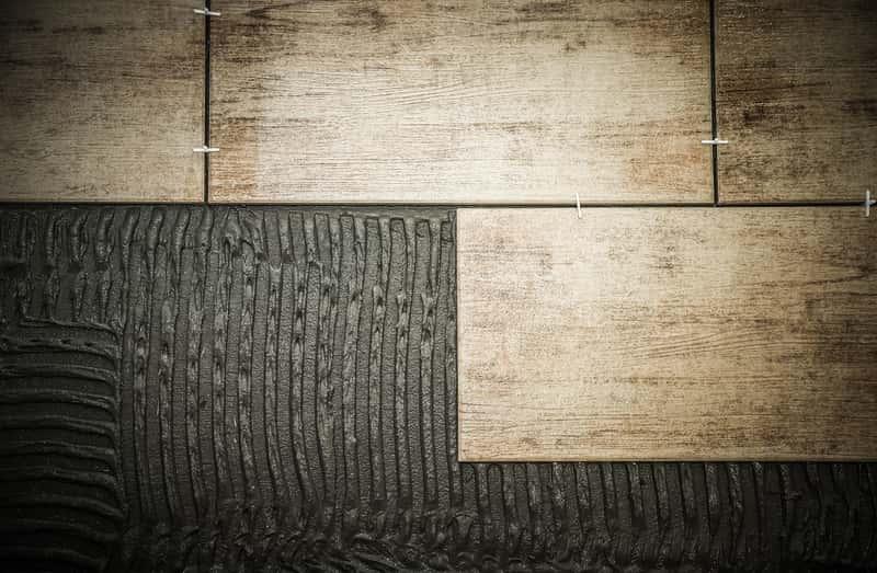 Układanie terakoty drewnopodobnej
