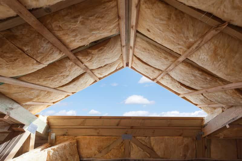 Termoizolacja dachu krok po kroku - materiały, ceny, opinie, porady