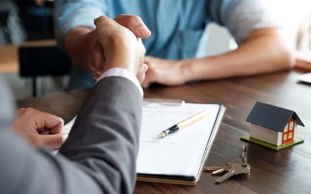 Umowa przedwstępna sprzedaży krok po kroku - co w niej zawrzeć, czego unikać?