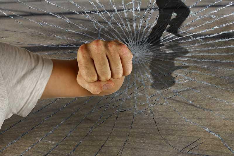 Jak zabezpieczyć swoje mieszkanie lub dom przed włamaniem?