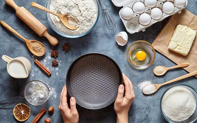 Wielkanoc pełna smaku - blachy i formy na ciasta idealne