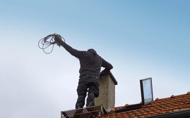 Wyłaz dachowy na dach płaski - rodzaje, ceny, porady co wybrać