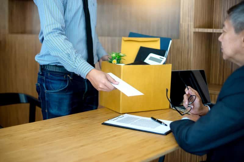 Wypowiedzenie umowy o pracę krok po kroku - jak je prawidłowo napisać i jakie ma konsekwencje?