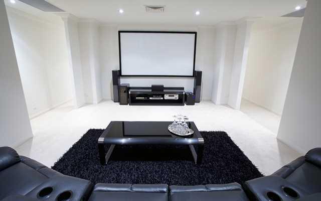 Jak zorganizować prawdziwe kino we własnym salonie?