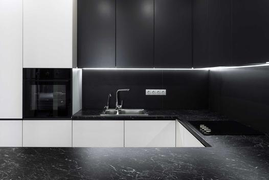 Jakie fronty do mebli kuchennych wybrać? Przegląd materiałów