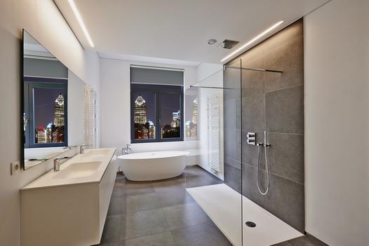 Wybieramy niski brodzik prysznicowy – ceny, opinie, producenci