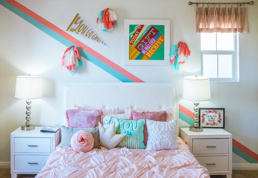 Czym udekorować ściany w pokoju dziecka?