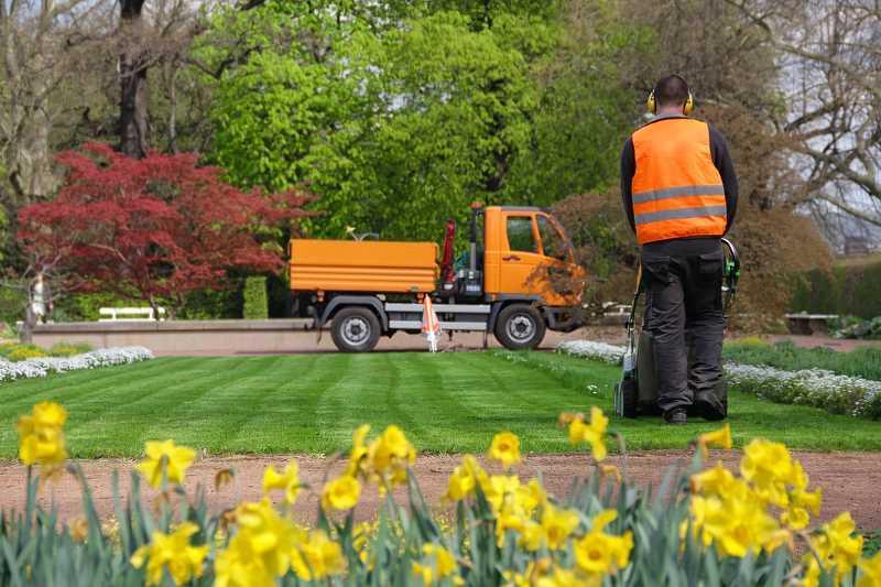 Cennik usług ogrodniczych 2021 – sprawdź ceny popularnych prac