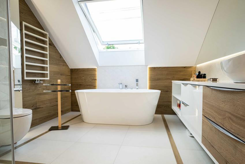 Wanna wolnostojąca w małej łazience, a także porady, projekty, aranżacje i inspiracje do wyposażenia łazienki