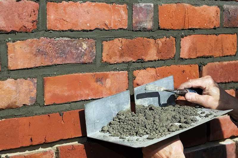 Murowanie muru z cegły klinkierowej, czyli zastosowanie, wykorzystanie, ceny oraz rodzaje cegieł do murowania domu