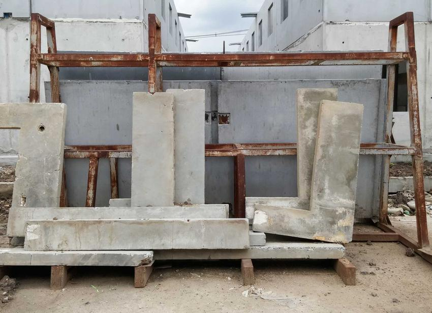 Budowa z betonowych elementów i prefabrykatów jest szybsza, jednak to, ile kosztuje budowa domu z prefabrykatów jest dość kosztowne.