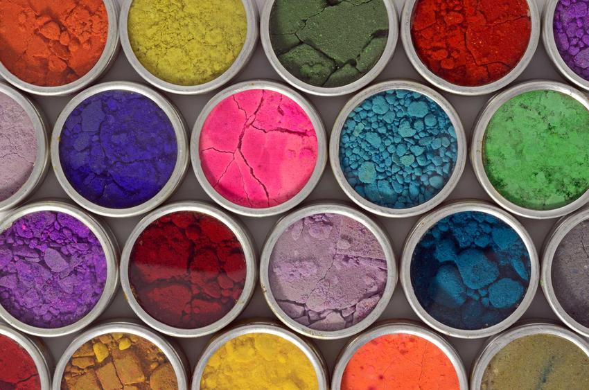Proszek do malowania proszkowego może być różnych rodzajów. Można wykorzystać do malowania proszkowego najlepszej jakości farby akrylowe czy emulsyjne.