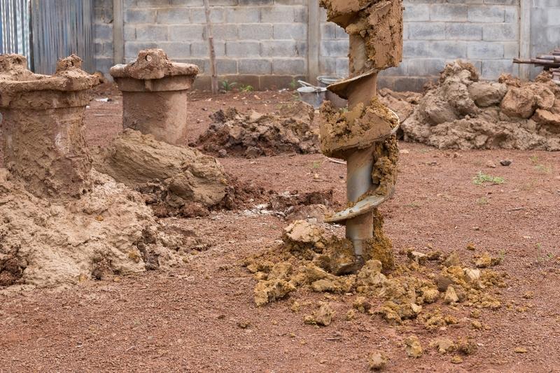 Wiercenie studni fundamentowej, a także mikropale i studnie fundamentowe krok po kroku: zastosowanie, przygotowanie, głębokość