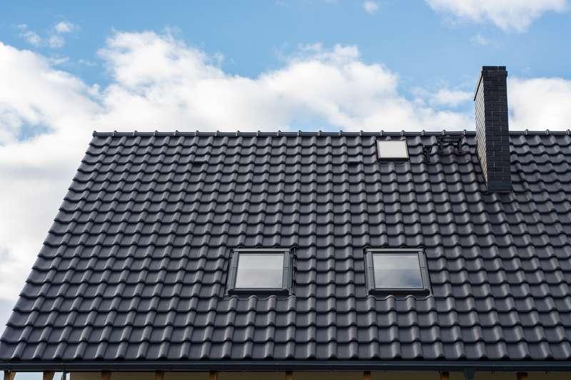 Blachotrapez na dachu domu jednorodzinnego, a także opinie, oferty różnych producentów oraz ceny i kolory