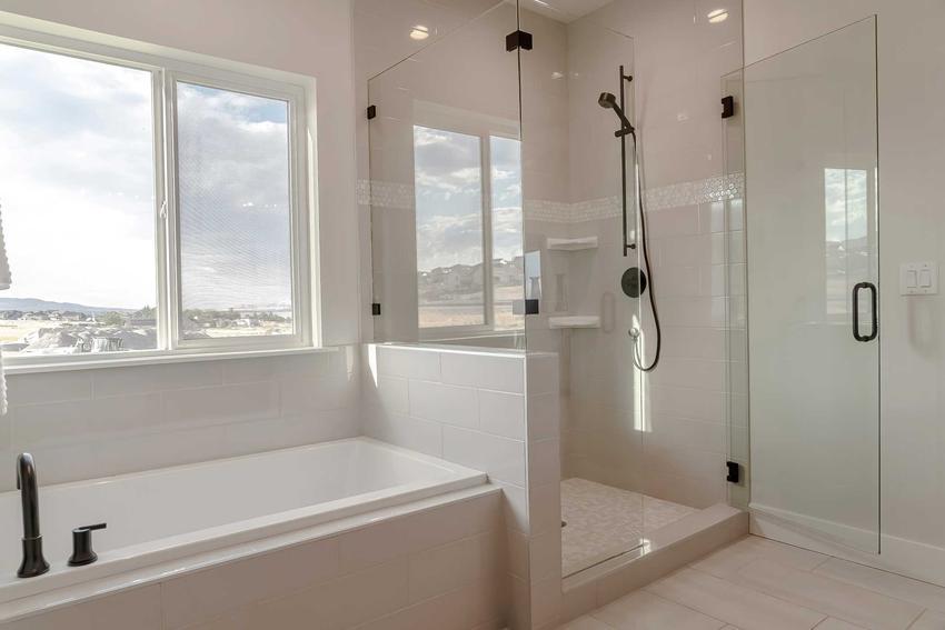 Panel prysznicowy w łazience, a także najlepsze panele, producenci, montaż, ceny, wady i zalety urządzeń