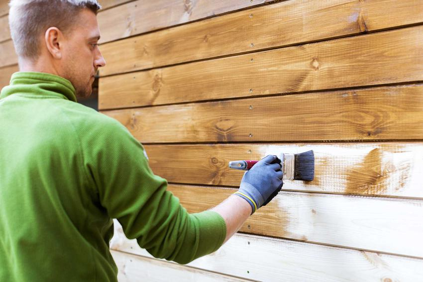 Jest wiele alternatywnych sposobów pielęgnacji drewna, nie tylko lakier, lecz także lakierobejca, bejca czy olej, mają duże właściwości ochronne.