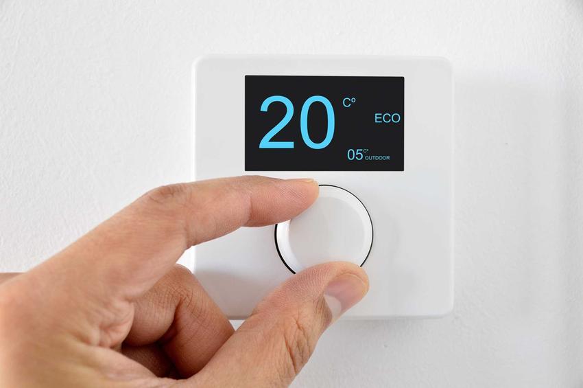 Regulacja termostatu na ścianie, a także informacje o ogrzewaniu ściennym, rodzaje, opinie, wiodący producenci i wszystkie dane