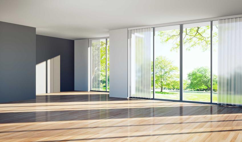 Okna tarasowe połączone z drzwiami to świetne rozwiązanie. Zapewniają niezwykłe nasłonecznienie każdego pomieszczenia, są ładne i wygodne, ale ich ceny bywają bardzo wysokie.