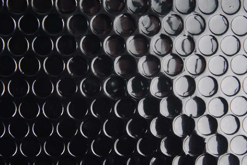 Folia kubełkowa może być zastosowana do izolacji fundametów. Jest to jeden z najlepszych materiałów o ogromnych właściwościach hydroizolacyjnych.