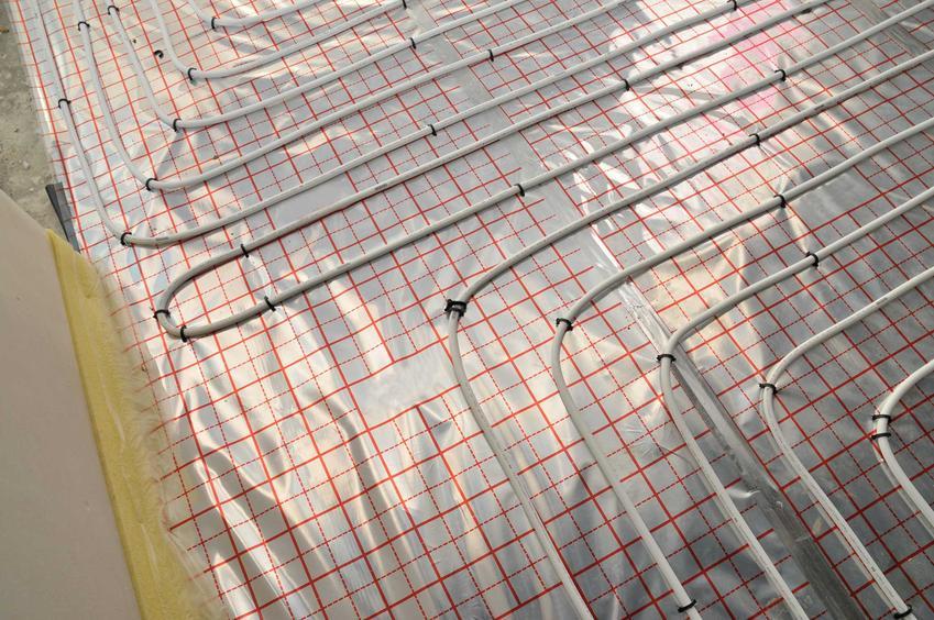 Ogrzewanie podłogowe to najlepsze rozwiązanie. Pozwala na uzyskanie ciepłej podłogi, która będzie trwałe i dobrze się sprawdzi
