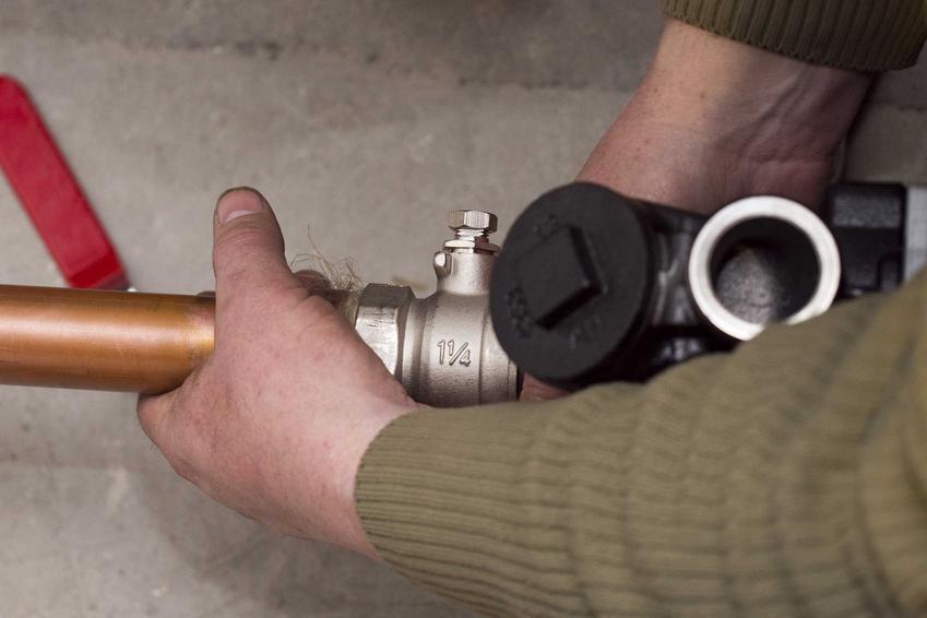 Odpowietrzenie ogrzewania podłogowego nie jest łatwe. Czasami jednak należy je przeprowadzić, ponieważ w instalacji czasami pojawia się dodatkowe powietrze.