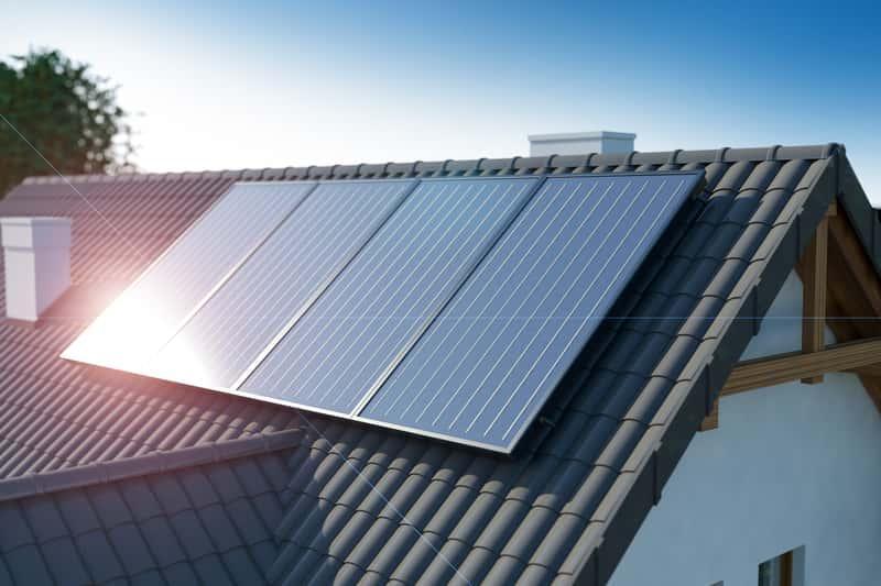 Solary, czyli panele solarne można zainstalować na dachu. To bardzo duża oszczędność. Czy opłaca się instalować solary?