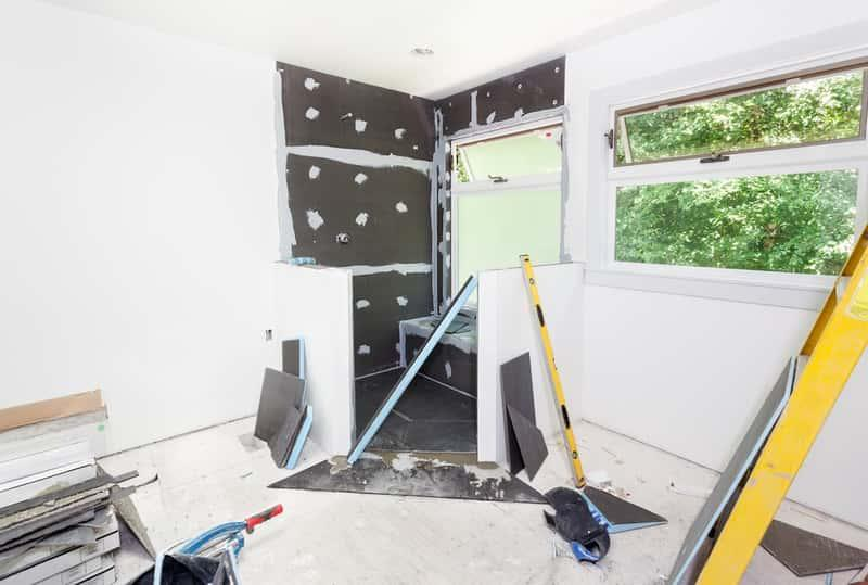 Remont mieszkania przy zastosowaniu folii w płynie, a także informacje o folii w płynie, cena, zastosowanie, wymagania oraz właściwości