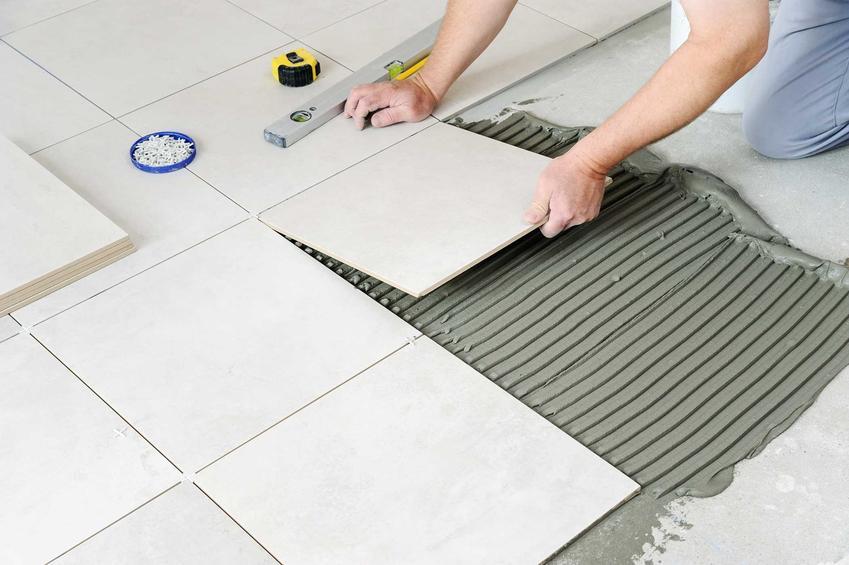 Klej do kafelek do mocowania kafelek na podłodze w kuchni, a także najlepszy klej do płytek, do kafelek i glazury