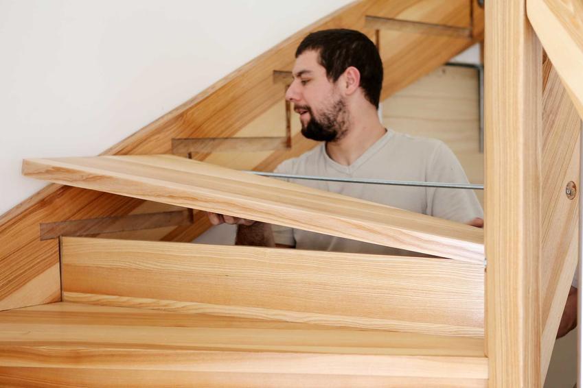 Nowoczesne schody drewniane w jasnych kolorach to dobre rozwiązanie. Dobrze sprawdza się sosna, a także gatunki drewna rodzimego, na przykład wiśnia czy buk.