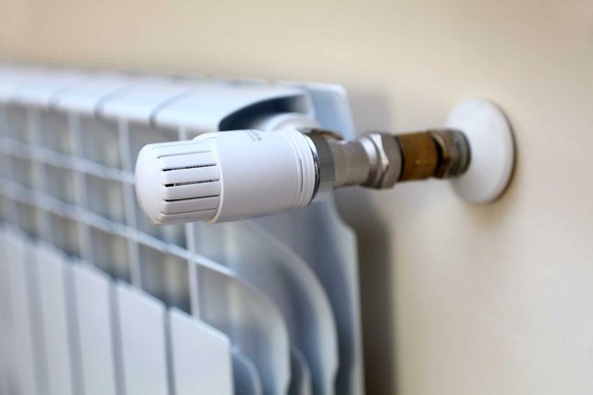 Grzejnik ogrzewany elektrycznie, czyli koszty ogrzewania domu prądem, ile kosztuje ogrzewanie elektryczne