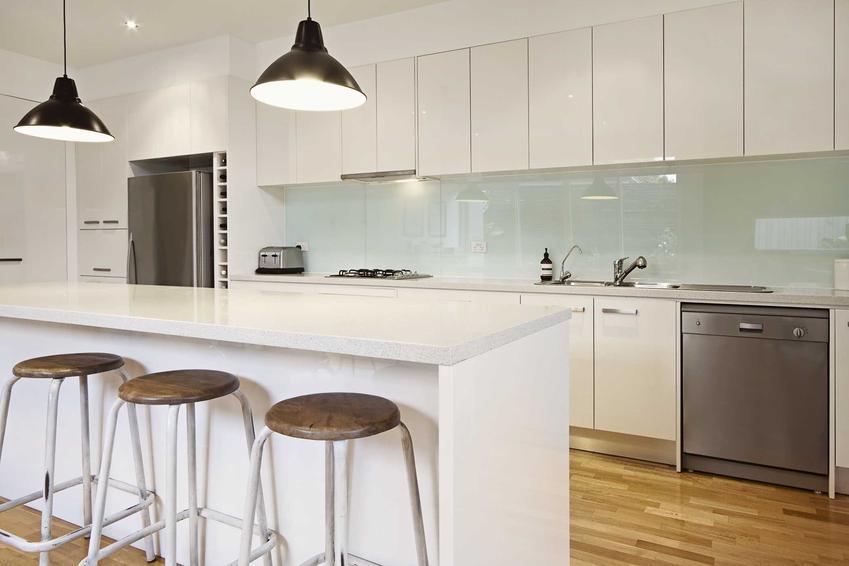 Szkło hartowane w kuchni bardzo dobrze się sprawdza. Ładne wyglądają i dobrze się sprawdzają nad blatem roboczym.