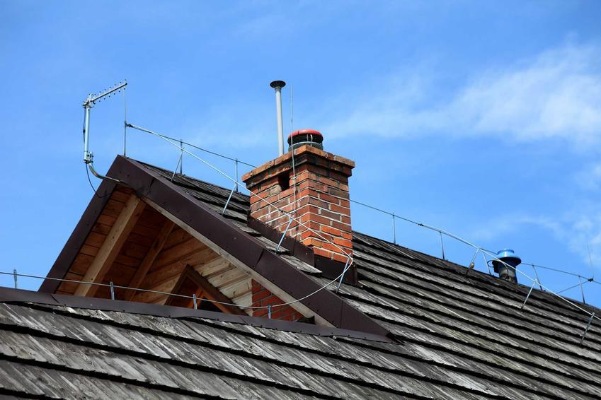 Instalacja odgromowa i piorunochron powinien być zamontowany na każdym dachu. Jego wykonanie nie powinno być zbyt czasochłonne ani kosztowne.