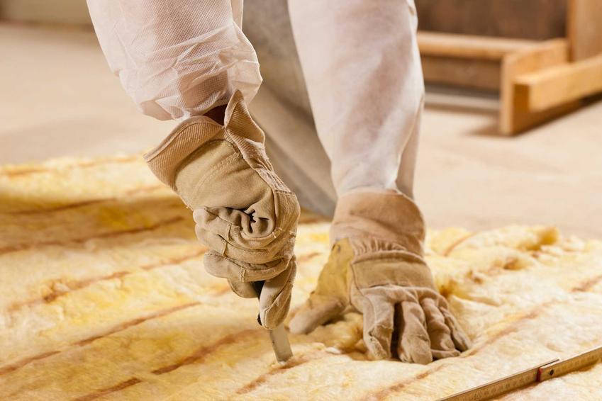 Izolacja dachu płaskiego może być wykonana za pomocą kilku różnych materiałów. Styropian, styrodur, folie różnego rodzaju i różnej wielkości świetnie się w tym wypadku sprawdzają.